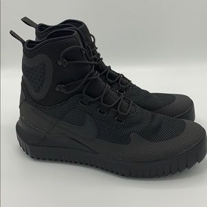 Mens Nike Air Wild Hiking Waterproof Boots Sz 11